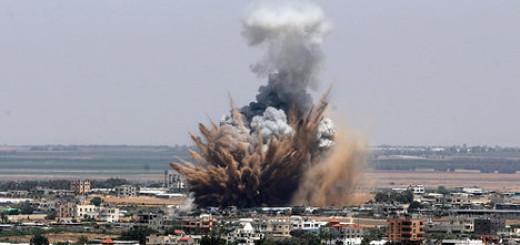 Ataque aéreo de Israel a Gaza, 8 de julio de 2014. 8, 2014. Foto Eyad Al Baba/Anadolu Agency/Getty Images. Mateus_27:24&25 via photopin cc