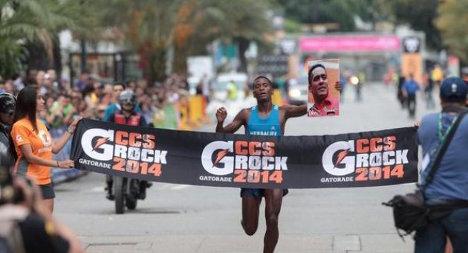 Marvin Blanco homenajeó al diputado Robert Serra cruzando la meta con un afiche suyo.