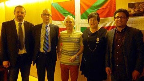 Alberto Pinzón Sánchez, segundo desde la izquierda.