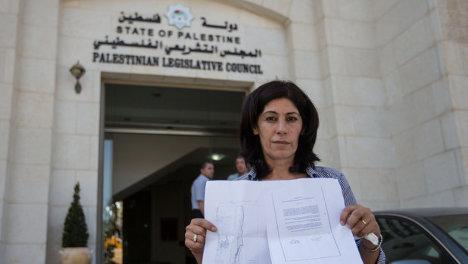 Jalida Yarrar, parlamentaria palestina, que fue detenida esta mañana de su casa cerca de Ramalah, en Cisjordania ocupada, el 27 de agosto de 2014, con una orden israelí que la desterraba a Jericó, la cual desafió (Oren Ziv / ActiveStills).