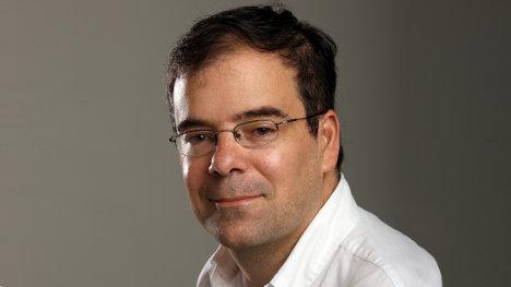 El columnista Alfonso Cuéllar, de la revista Semana, es un destacado relacionista público de las corporaciones transnacionales en Colombia