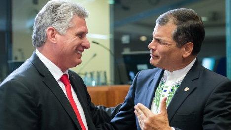 Miguel Díaz Canel, primer Vicepresidente de Cuba, y Rafael Correa, presidente de Ecuador y presidente pro-témpore de Celac, en Bruselas, durante la inauguración de la II Cumbre UE-Celac. Foto: Geert Vanden Wijngaert/ AP