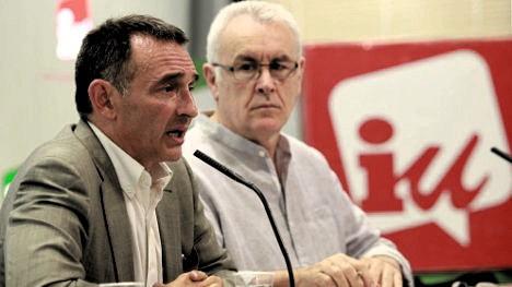 El abogado Enrique Santiago durante una reunión de Izquierda Unida en España. A su lado Cayo Mario Lara ex coordinador de IU.