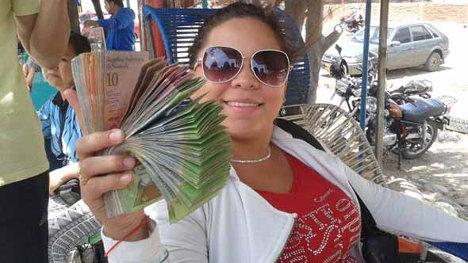Cambista en Cúcuta. En otros países considerada actividad ilícita pero legalizada por el gobierno colombiano.