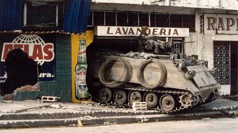 Vehículo blindado M113 del ejército yanqui en Panamá.