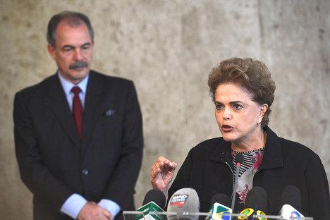 Foto: Dilma rechaza renuncia y pide respeto a la Constit ución José Cruz / Agência Brasil via photopin (license)