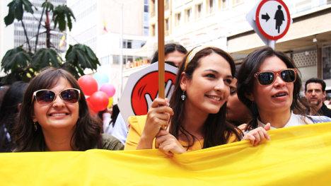 Celebración en Bogotá después de las buenas noticias de La Habana. Foto APR.